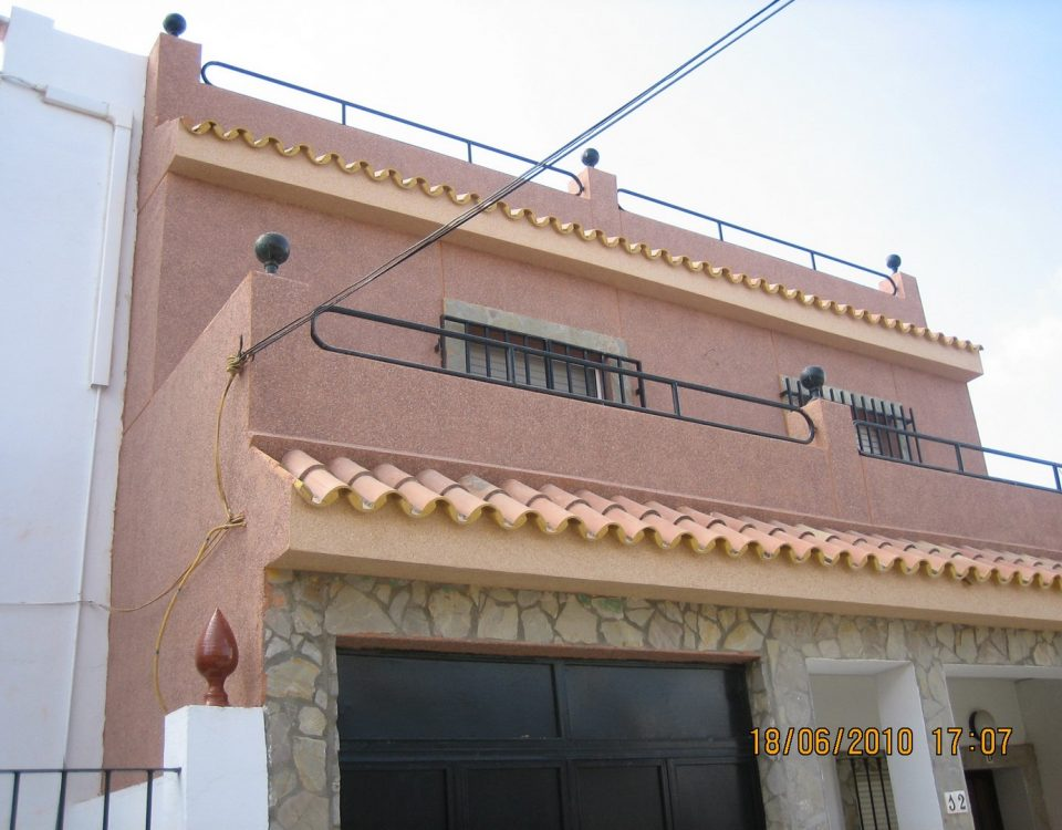 Adecentamiento de fachada en vivienda. Monocapa y trabajos verticales